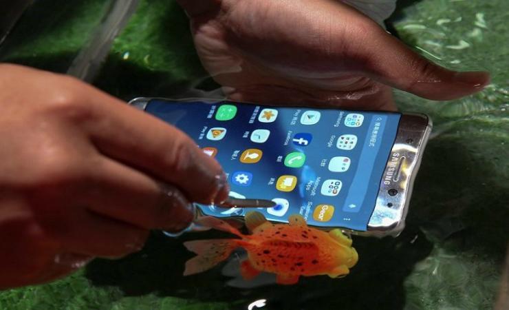 Σε νέους μπελάδες η Samsung: Galaxy Note 7 ανεφλέγη σε αεροπλάνο