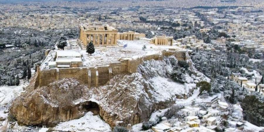 Εκπληκτικά πλάνα από τη χιονισμένη Ακρόπολη