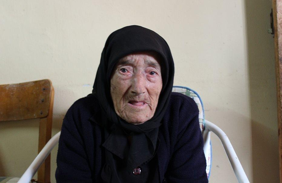 Η κυρία Θεοδώρα είναι από το Λιοπέτρι και είναι ίσως η μοναδική Κύπρια που… στην ηλικία των 94 ετών έχει εξαιρετική μνήμη και όραση