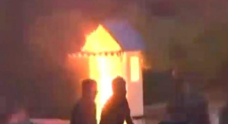 Χάος έξω από τη Βουλή-Στις φλόγες το φυλάκιο του Αγνώστου Στρατιώτη (video)