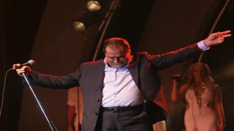 Στο Βιβλίο Γκίνες ο Βασίλης Καρράς: 17.000 σε συναυλία του στη Σόφια! (vid)