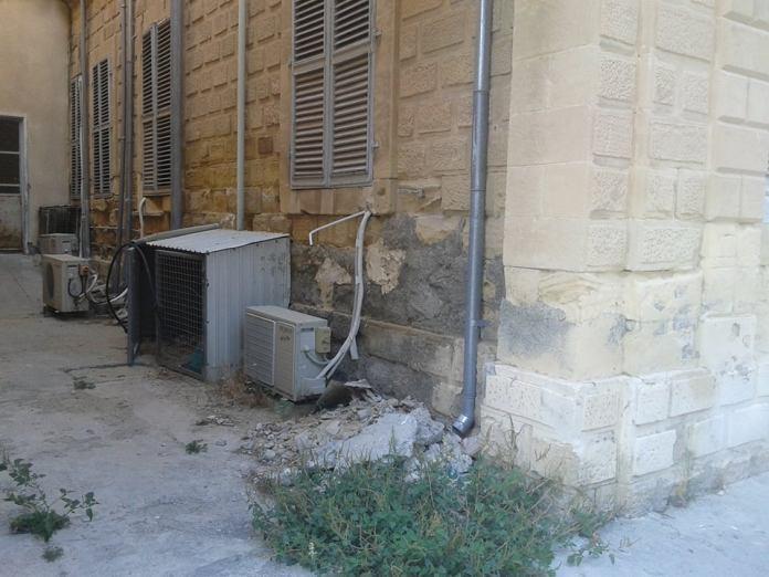 Το Παλαιό Νοσοκομείο Λάρνακας θυμίζει τριτοκοσμική χώρα! Φωτογραφίες