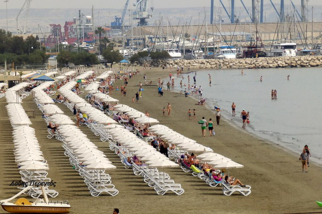 Ποια Μύκονος… εδώ Κύπρος – Η νέα «μόδα» των προκρατήσεων στις παραλίες και τα 25 ευρώ με όλα τα έξτρα! (Φωτογραφίες)