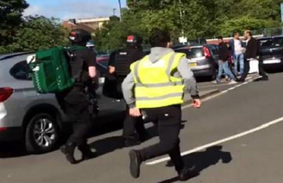 Συναγερμός ξανά: Αυτοκίνητο έπεσε σε πλήθος έξω από τζαμί στο Νιούκαστλ
