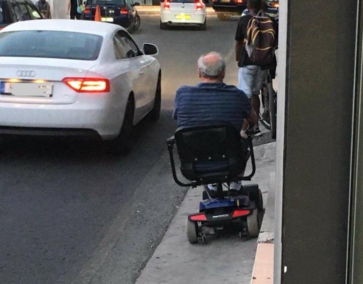 Λάρνακα του 2017: Οι δρόμοι και τα πεζοδρόμια είναι δημόσιος κίνδυνος! (φώτο)