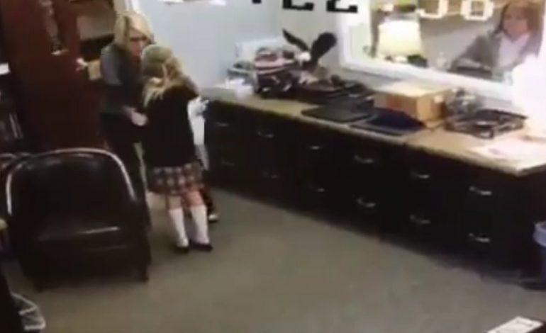 Σκηνές χαράς και συγκίνησης όταν 11χρονη έμαθε ότι επιτέλους υιοθετήθηκε – VIDEO