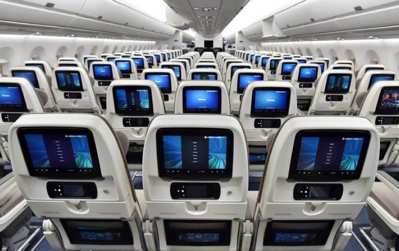«Σβήνουν» οι οθόνες στα αεροπλάνα