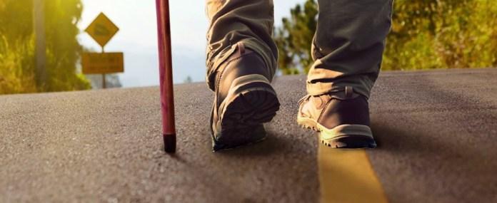 Θ' ανέβει στη Μονή του Μαχαιρά με το μπαστούνι του – «Έλα, περπάτησε μαζί μου. Αν μπορώ, μπορείς!» – Μαθήματα ζωής από 42χρονο πατέρα