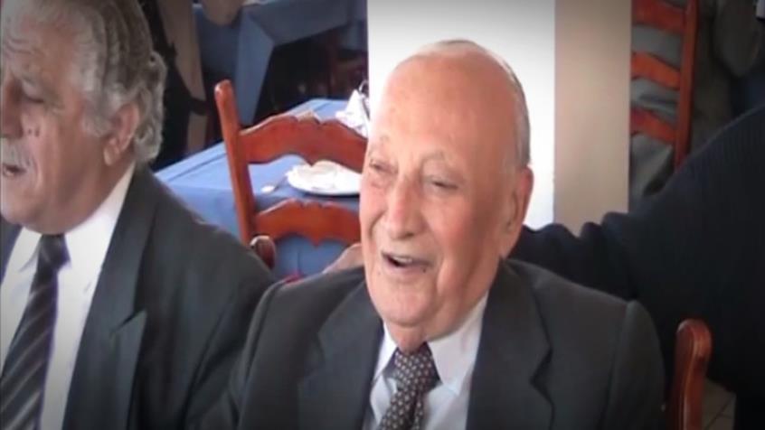 Σπάνιο βίντεο του Γλαύκου Κληρίδη να τραγουδά κυπριακά τραγούδια