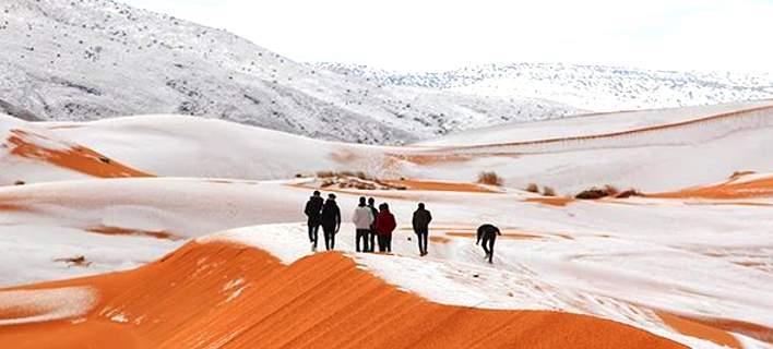 Χιόνισε ακόμα και στη Σαχάρα – Μοναδικά καρέ από τους λευκούς αμμόλοφους (pics)