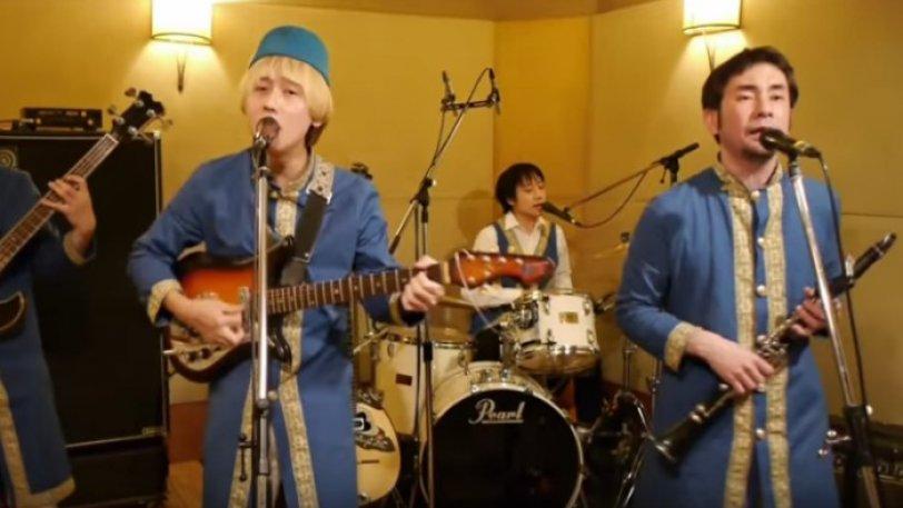 Ιαπωνική μπάντα «τα σπάει» με το Μελαχρινάκι (vids)