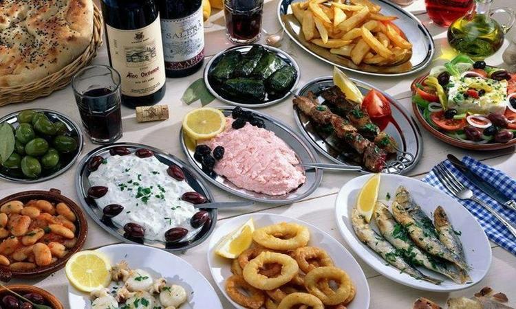 Πόσο θα σας κοστίσει το τραπέζι της Καθαράς Δευτέρας; (Πίνακες)