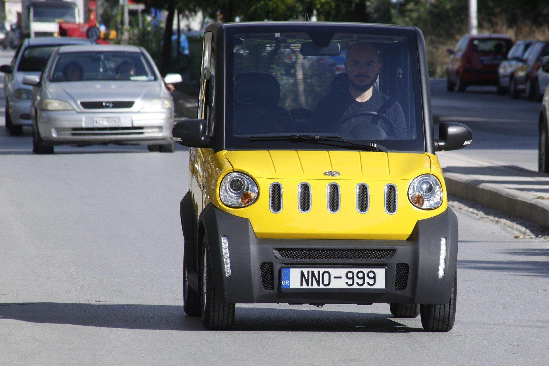 «Καίει» μόλις 1 ευρώ ανά 100 χλμ και παρκάρει σε θέση… κάδου