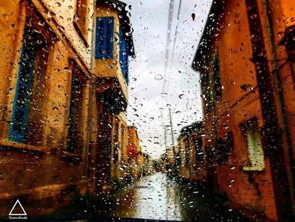 Σκηνικό βροχών και πτώση της θερμοκρασίας