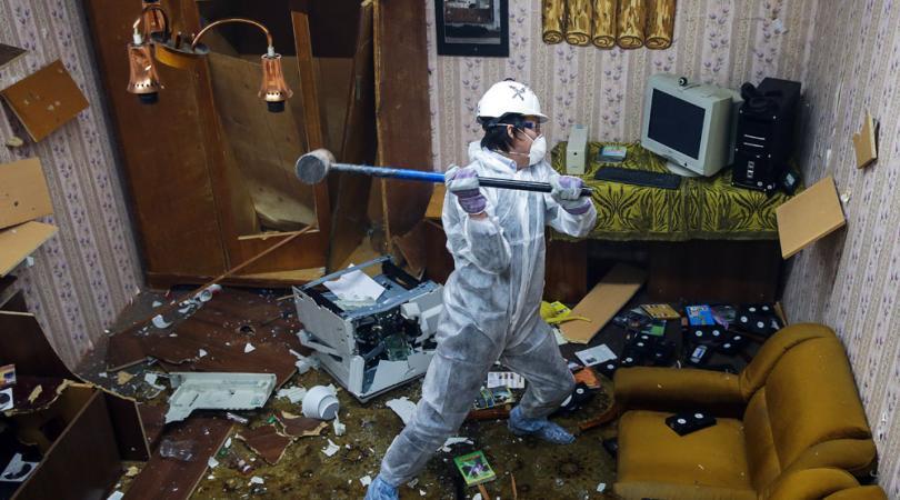 Ήρθε στην Κύπρο το πρώτο Rage Room όπου πας και τα σπας όλα!