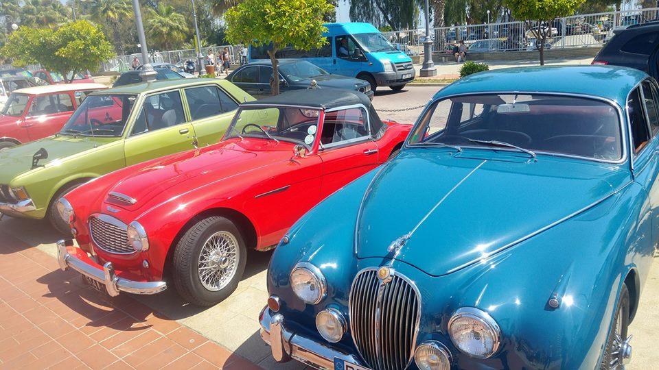 Οι Φοινικούδες γέμισαν με κλασσικά ,χαριτωμένα αυτοκίνητα (pics)