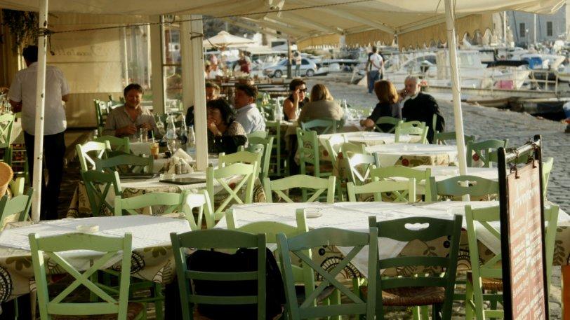 Τουρίστες στην Κρήτη, πήγαν σε ταβέρνα, έβγαλαν τάπερ και παρήγγειλαν μόνο νερό (pic)