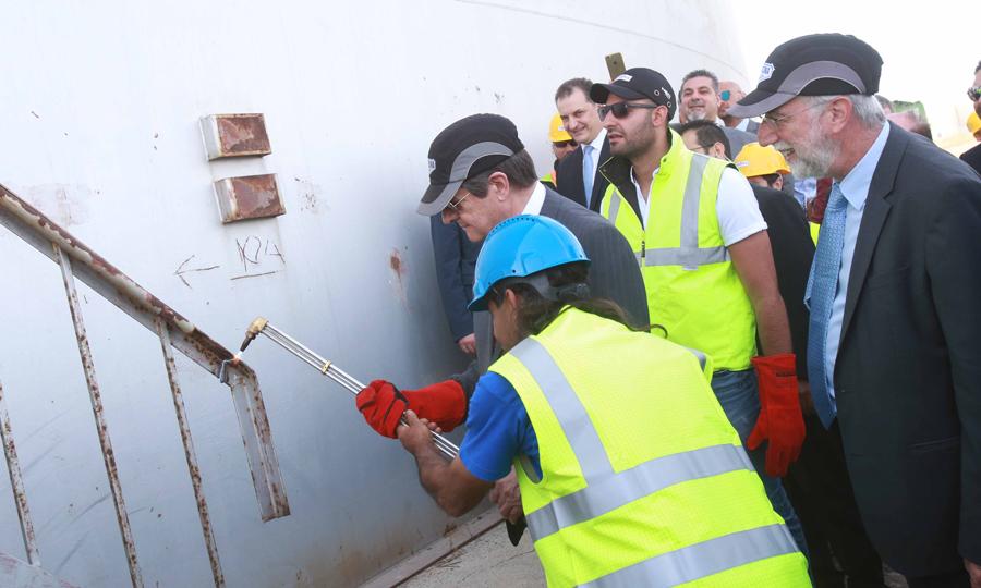 Κατεδάφιση πετρελαιοδεξαμενής στη Λάρνακα παρουσία Αναστασίαδη (βίντεο)