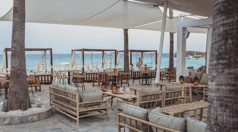4 ολοκαίνουργια σούπερ beach bar, για κοκτέιλ και χορό!
