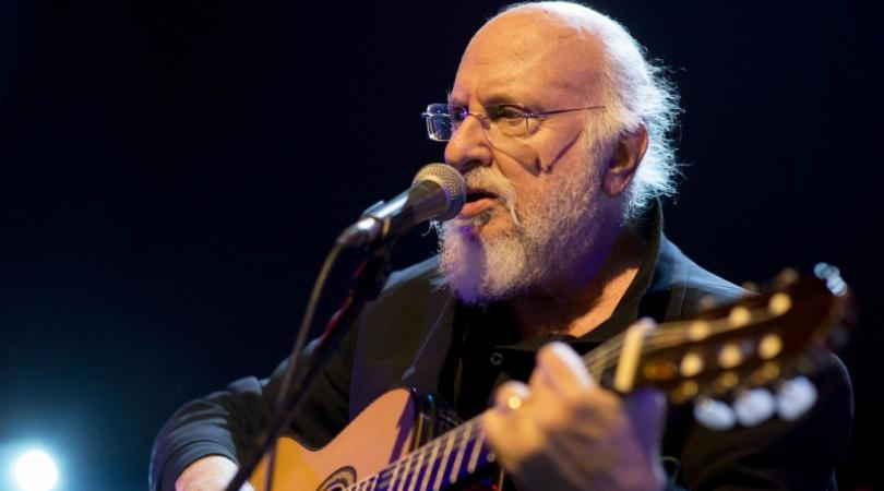 Ο Διονύσης Σαββόπουλος σε μία φωνή και πιάνο συναυλία στη Λάρνακα