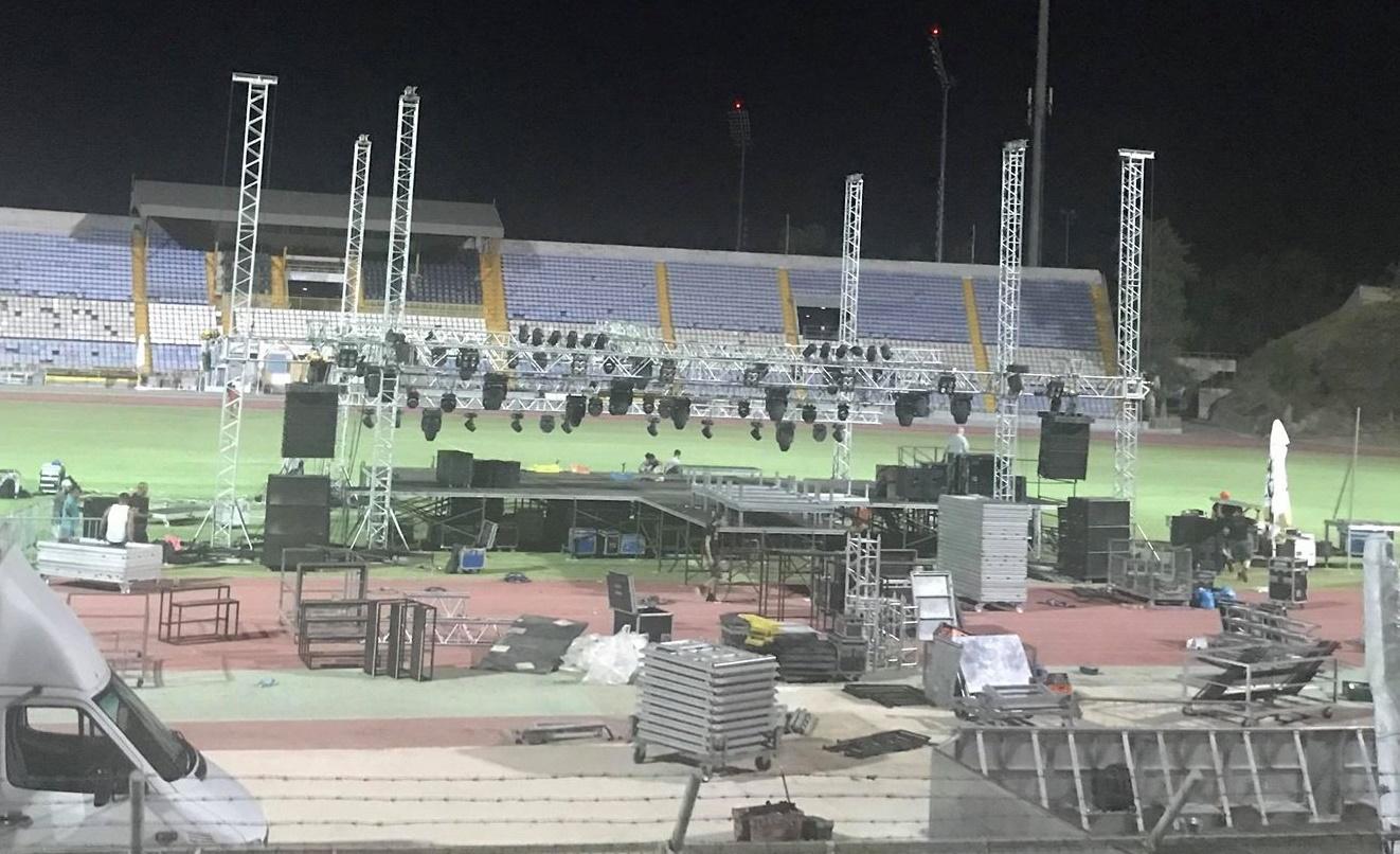 Όλα έτοιμα για την μεγάλη συναυλία Ρέμου, Θεοδωρίδου, Παπαρίζου (pics)