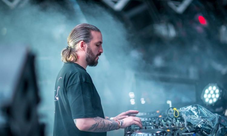 Στην Λάρνακα και όχι στην Λεμεσό θα εμφανιστεί ο σούπερσταρ DJ Steve Angello! (pic)
