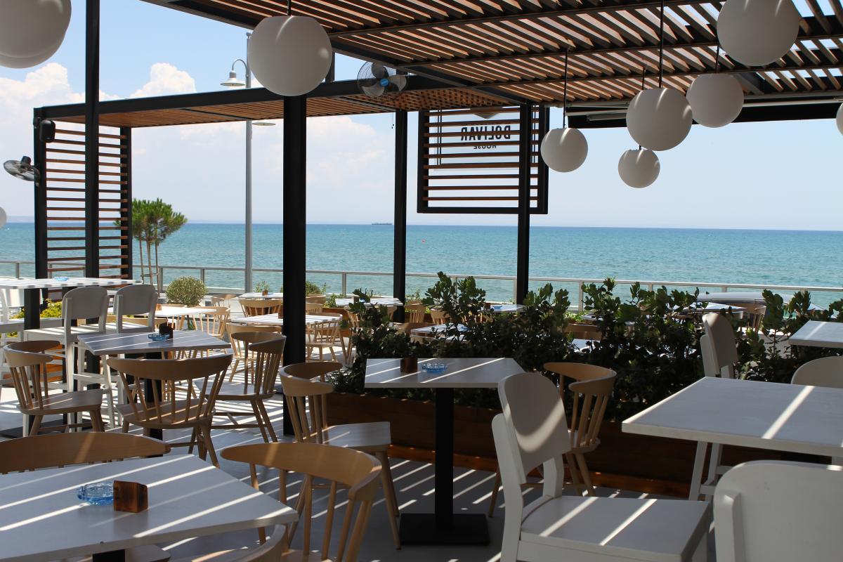 12 spots για καλό φαγητό με την πιο ωραία θέα της θάλασσας