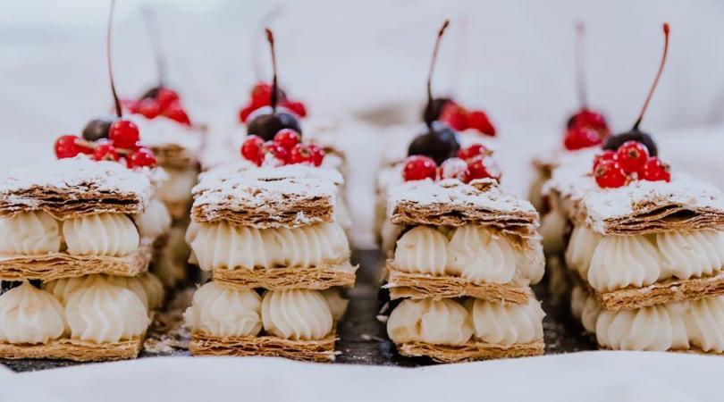 Ο Άκης φτιάχνει εκπληκτικά γλυκά, σαν πραγματικά έργα τέχνης