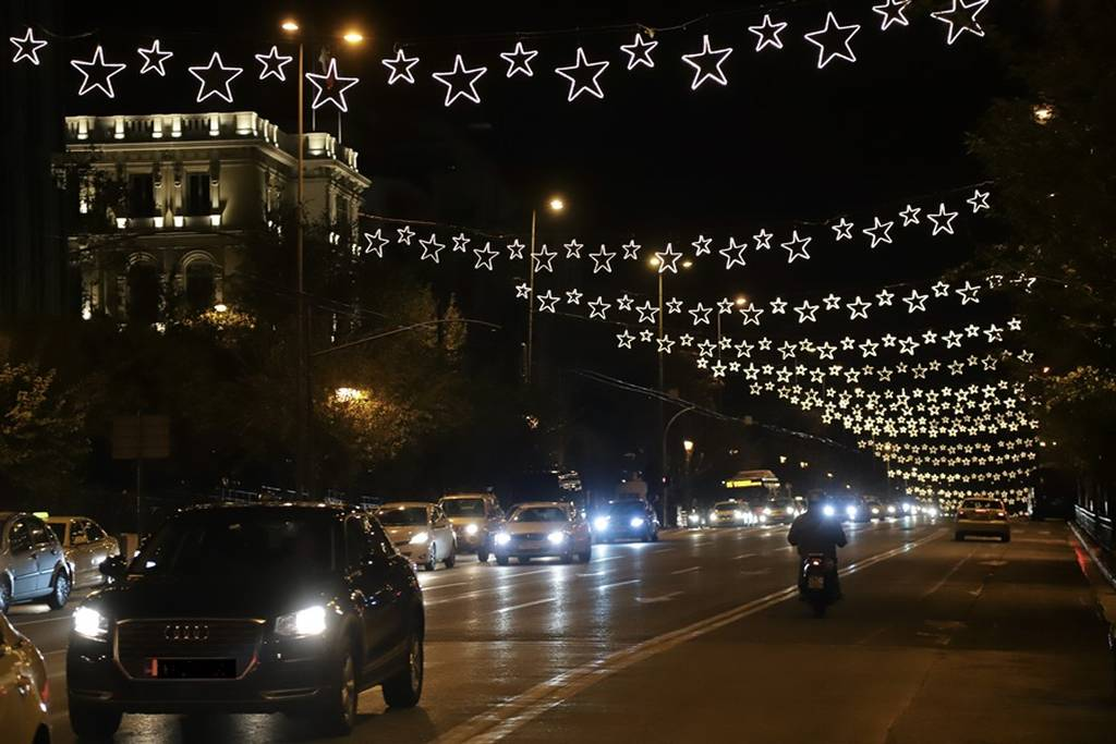 Χριστούγεννα 2018: Η Αθήνα «φόρεσε» τα γιορτινά της! (pics)
