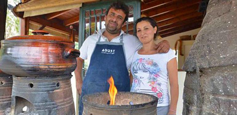 Κρητική ταβέρνα μαγειρεύει ΧΩΡΙΣ ρεύμα τους πιο εκλεκτούς μεζέδες του νησιού