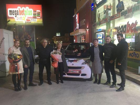 MEGABET PLUS: Παραδόθηκε το αυτοκίνητο Smart στη νικήτρια!