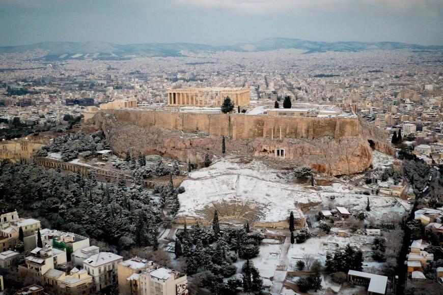 Χιονισμένη η Ακρόπολη- Εντυπωσιακές αεροφωτογραφίες της Αθήνας στα λευκά