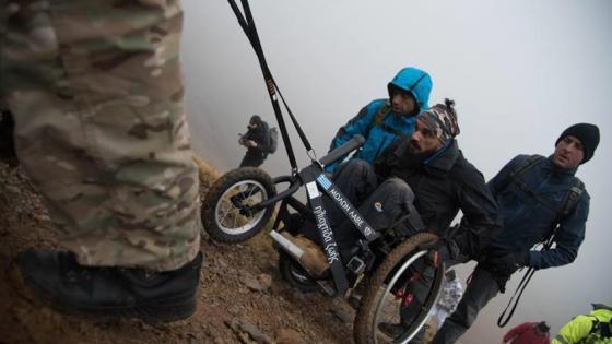Με δύναμη ψυχής ανέβηκε στον Όλυμπο με αναπηρικό καροτσάκι
