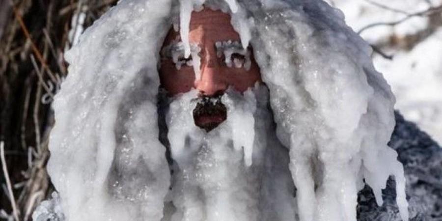 Μπήκε στο νερό για σέρφινγκ με -34℃ και βγήκε… παγοκολώνα