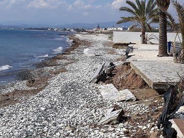 «Χάνονται» οι παραλίες