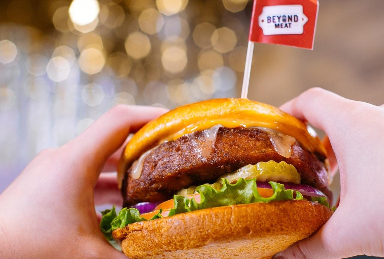 Ήρθε το vegan burger που έχει γεύση και όψη του βοδινού burger