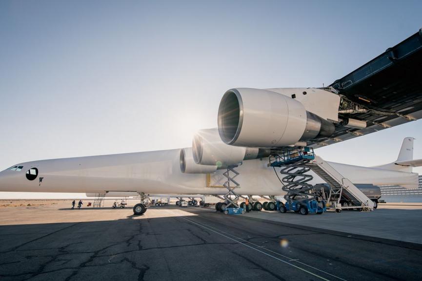 Απογειώθηκε το πιο μεγάλο και πιο περίεργο αεροπλάνο του κόσμου (pics)
