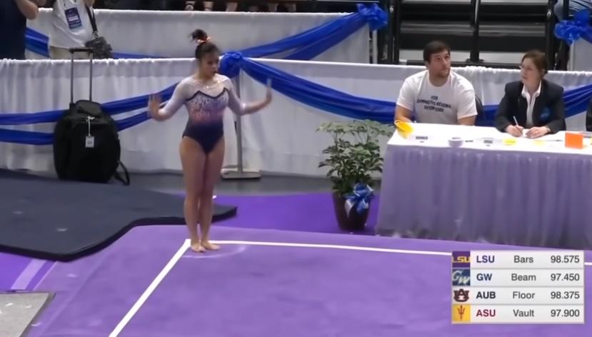 Η σοκαριστική στιγμή που αθλήτρια ρυθμικής σπάει και τα δυο της πόδια κατά τη διάρκεια αγωνίσματος