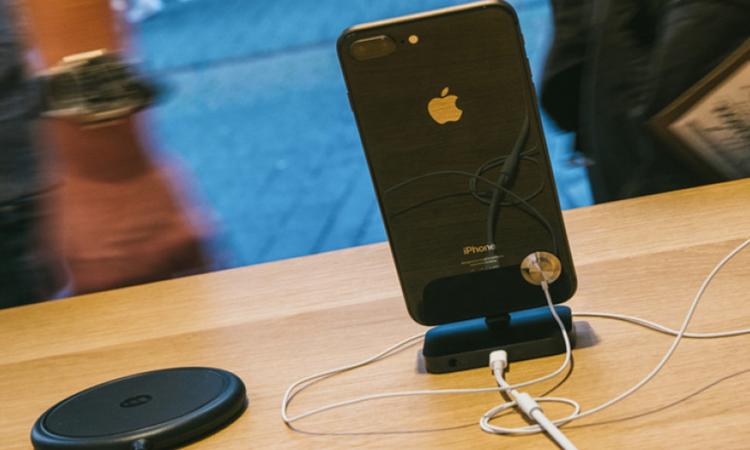Τι χρειάζεται το νέο iPhone για να νικήσει τα Android