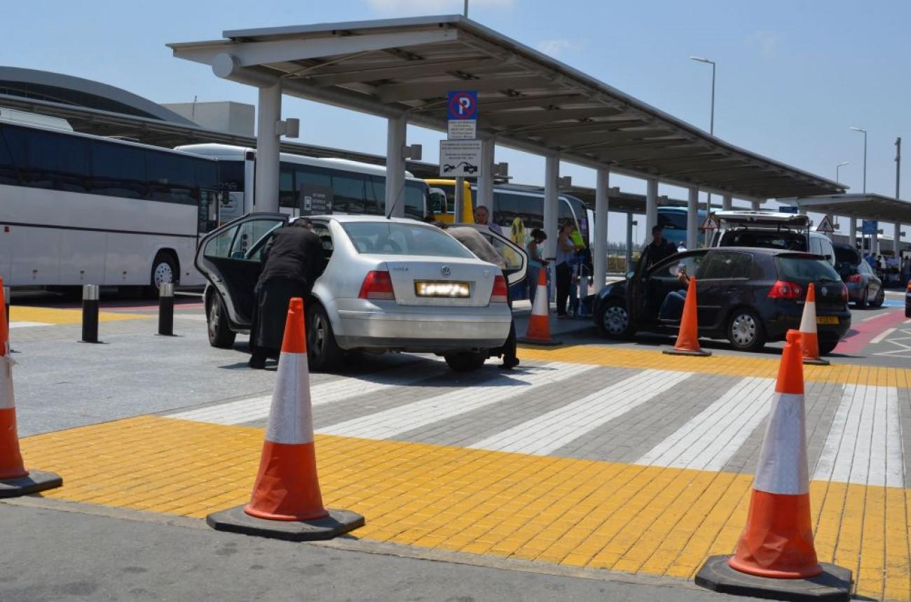 Παράνομα πάρκινγκ στο αεροδρόμιο: Μόνο οι 4 υπηρεσίες στάθμευσης είναι νόμιμες