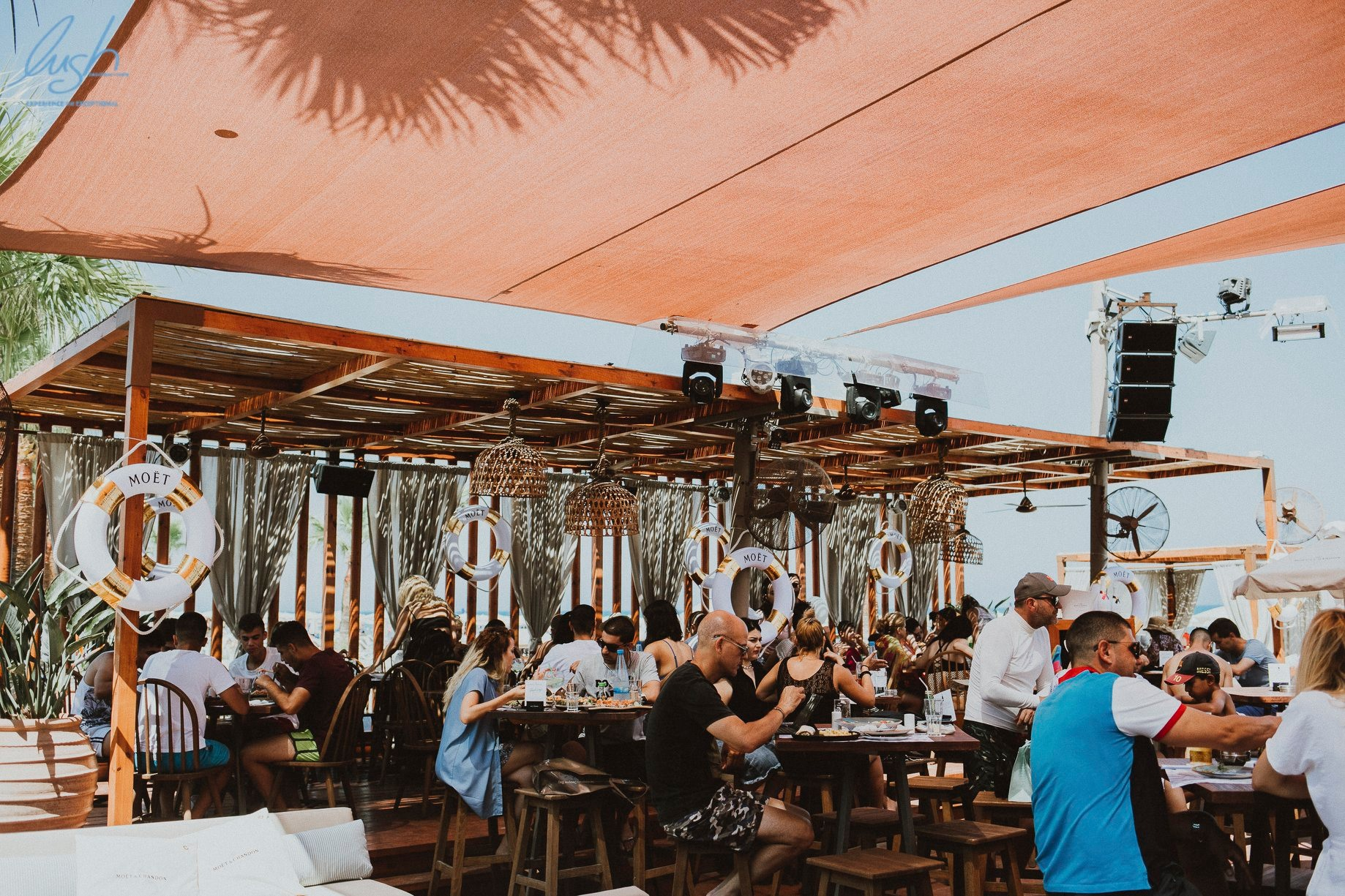 4 beach bars στη Λάρνακα για όλες τις ώρες!