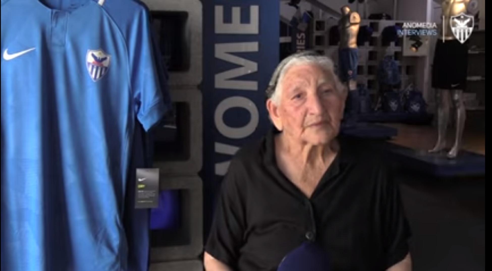VIRAL: Η γιαγια Σταυρούλα αγοράζει 5 διαρκείας για να τα δωρίσει σε άπορα παιδιά! (βίντεο)