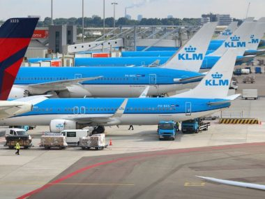 pilots-klm-threaten-strike-pay-work-pressure