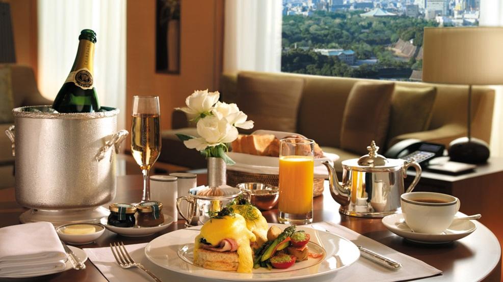 Ποια πιάτα να αποφεύγετε στο room service (λίστα)