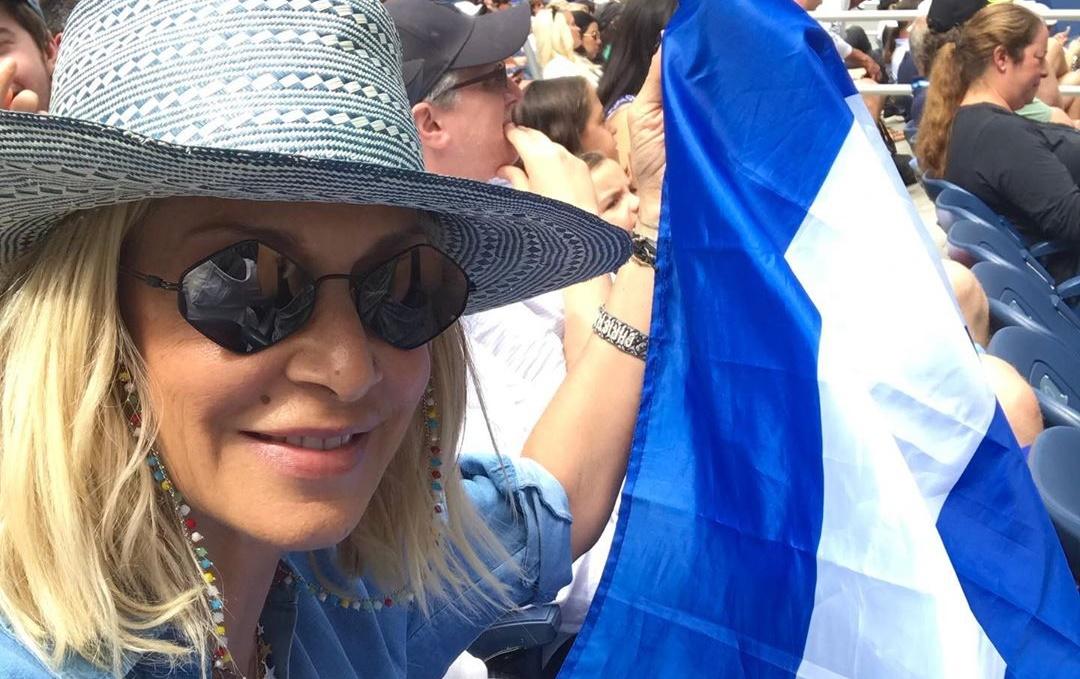 Άννα Βίσση: Έβγαλε ελληνική σημαία σε αγώνα του Τσιτσιπά και της έκαναν παρατήρηση (pic)