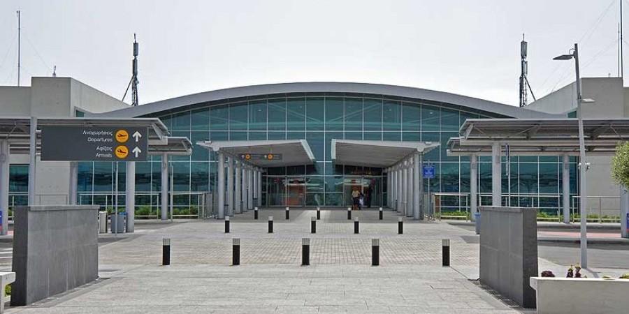 Χειροπέδες σε 40χρονη στο αεροδρόμιο Λάρνακας, για κλοπές από διαμέρισμα