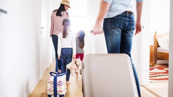 Φεύγεις για διακοπές; Tα πρέπει και τα μη για να μην πέσεις θύμα ληστών