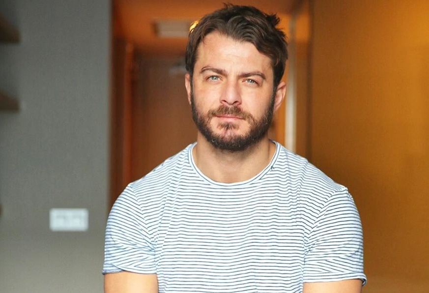 Γιώργος Αγγελόπουλος: Ντύθηκε πρίγκιπας και εκπλήρωσε την ευχή της μικρής Έλενας