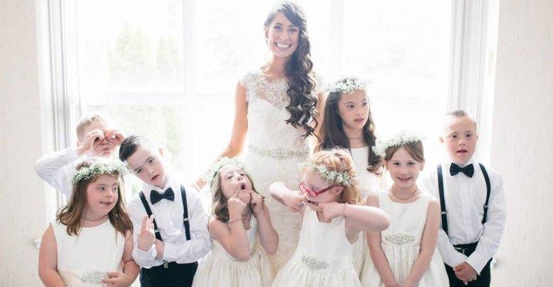 Όλα τα παιδιά με σύνδρομο Down αυτής της δασκάλας ήταν παρανυφάκια στον γάμο της!