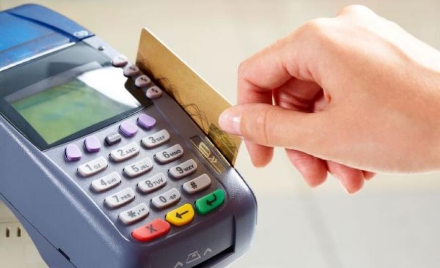 Αλλάζει από σήμερα ο τρόπος που πληρώνετε με κάρτες – Όλες οι αλλαγές